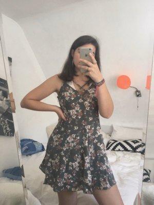 Leichtes Sommerkleid mit schönem Rücken