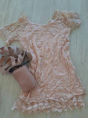 leichtes Sommerkleid mit Spitze