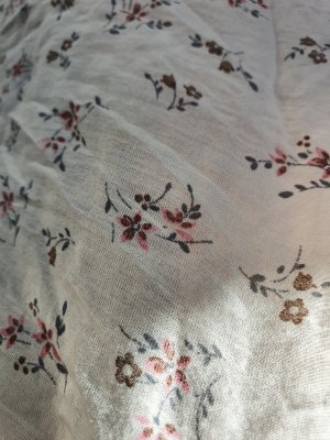 Leichtes Tuch mit Blümchen-Muster