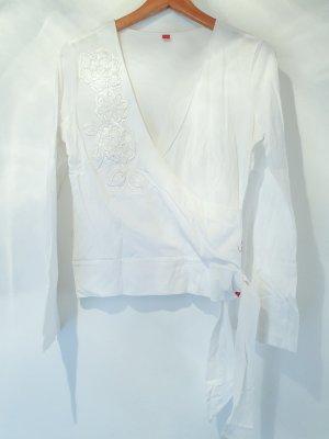 leichtes, weißes Sommer Langarm Shirt in Wickeloptik mit schönen Details mit Perlen