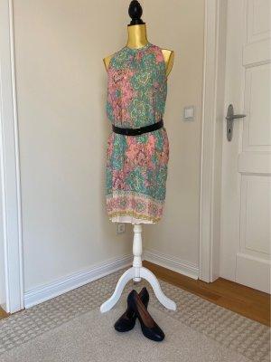 Leichtes wunderschönes Sommerkleid