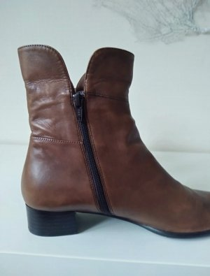 Krótkie buty cognac