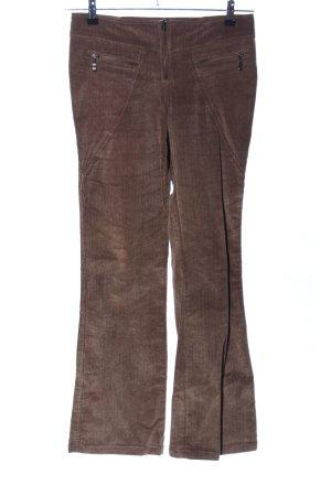 Pantalón de pana marrón look casual