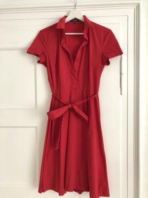 Leuchtend rotes Hemdblusenkleid