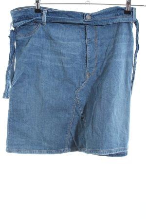 Levi's Falda cruzada azul look casual