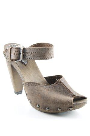 Levi's Zehen-Sandaletten braun Metallknöpfe