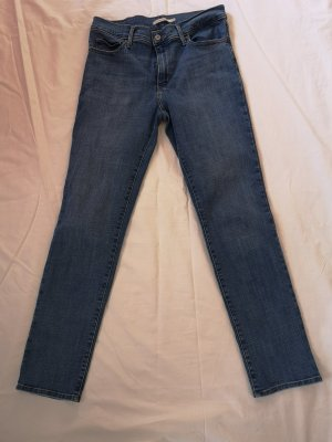 Levis Slimming Slim Jeans