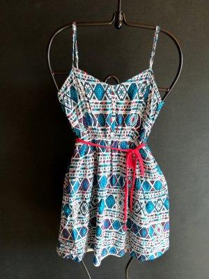 Lieblingskleid mit Taschen und Muster in blau-weiß-rot
