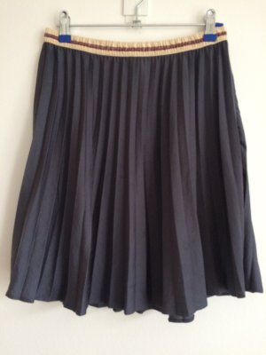 Light Pleated Skirt with Elastic Band