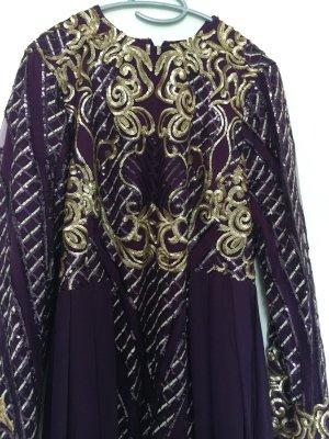 lila farbenes Kleid