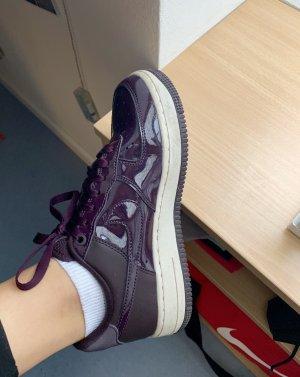 Lila Nike Sneaker