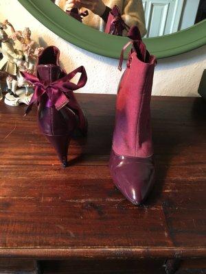 Lila Schuhe Stiefeletten Absatz Pumps heels Lack pink rot Aubergine  Schleife gebunden