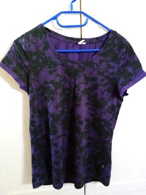 lila schwarzes T-Shirt