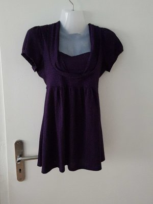 lila Shirt mit Glitzer Effekt