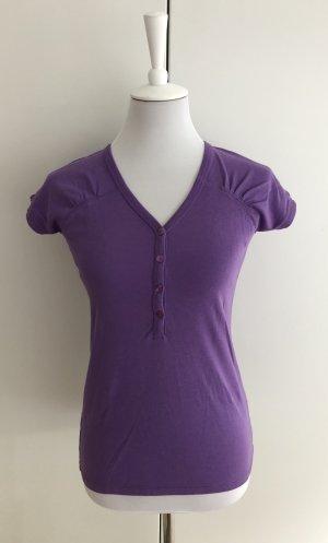 Lila T-Shirt mit Knopfleiste von GANT