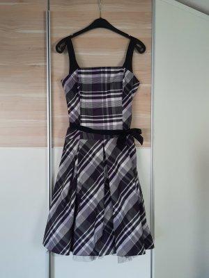 Lila-weiß-schwarz kariertes Kleid