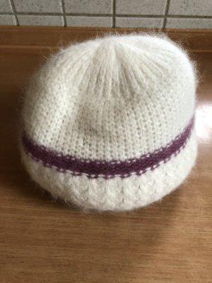 Lila / weiße Mütze