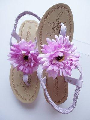 Lila Zehentrenner - Sandalen mit großer Blüte