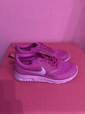 Lilane Nike Thea