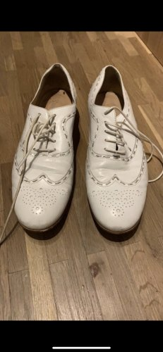 Lloyd Wingtip Shoes white