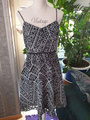 Lochstickerei Sommerkleid