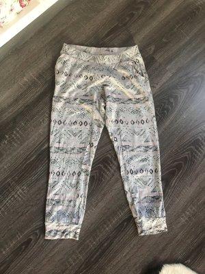 Locker Dreiviertel Hose Jogginghose homewear Schlafanzug Hose grau pink Muster