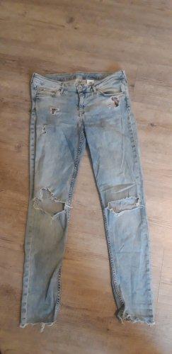 locker geschnittene Jeans mit Löchern
