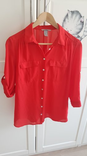 locker, leichte rote Bluse von H&M in Größe 38