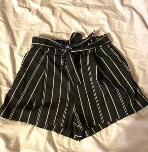 Lockere Shorts mit Bindegürtel von H&M
