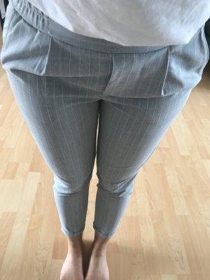 Bershka Pantalón elástico gris claro-blanco