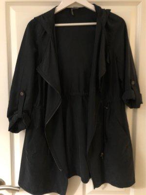 Lockere und leichte Jacke mit Kapuze