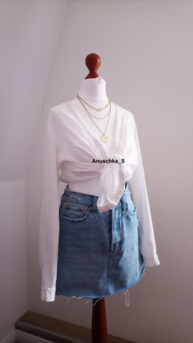 Lockere weiße Bluse oversized klassisch zum Binden Langarm cropped Wickelshirt