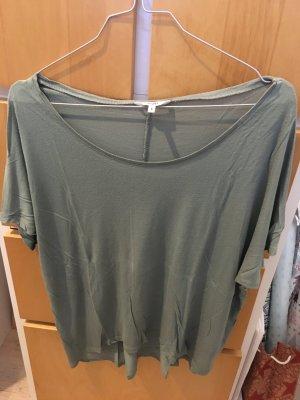 Lockeres grünes T-Shirt