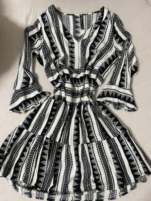 Lockeres Kleid mit Muster in Größe 36