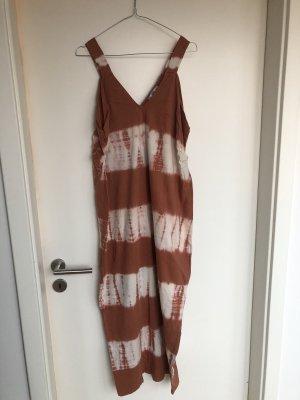 Lockeres Maxi-Batik-Kleid von Zara