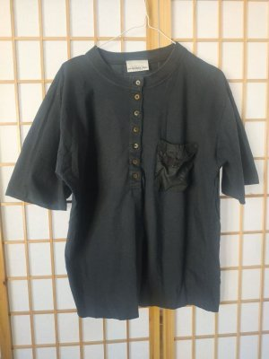Lockeres schwarzes Shirt