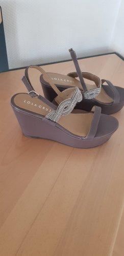 Lola Cruz Schuhe mit Keilabsatz und Plateau