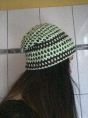 Berretto marrone-verde chiaro