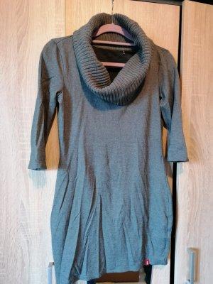long Kleid mit Kragen