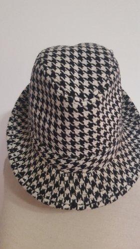 Woolen Hat black-natural white
