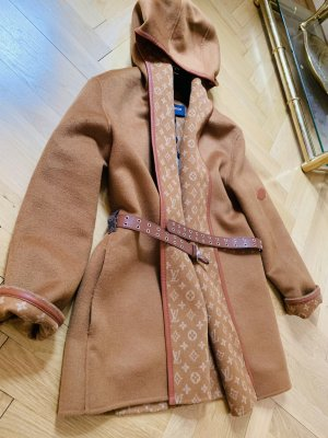 Louis Vuitton 2020 wrap coat. De 36.