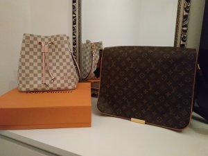 Louis Vuitton Abbesses Messenger Bag Crossbag