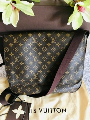 Louis Vuitton Beaubourg GM Monogram Messenger