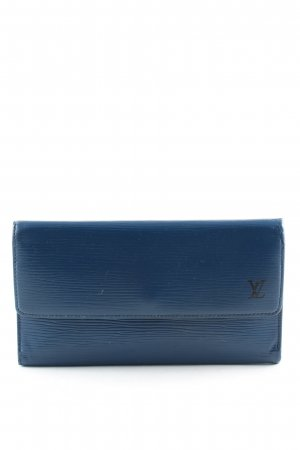 Louis Vuitton Cartera azul letras impresas look casual