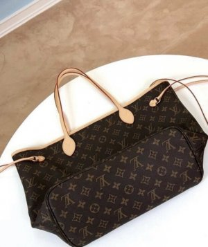 Louis Vuitton Neverfull Bag MM/ GM