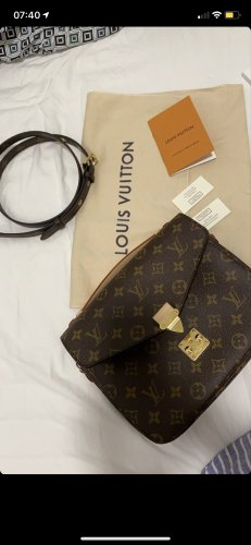 Louis Vuitton Pochette Metis in Monogram