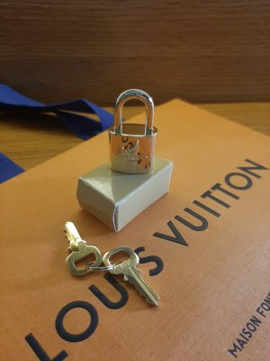 Louis Vuitton Hanger goud