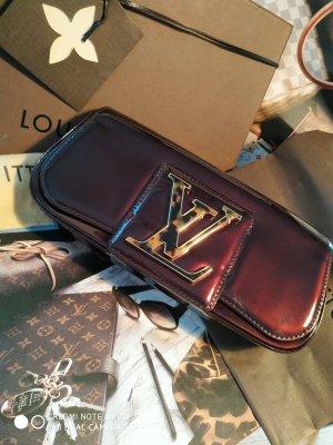 Louis Vuitton SoBe Clutch / Pochette, Leder mit Signatur-Verschluss, Vuitton Pochette Accessoires