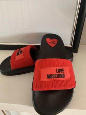 Love Moschino Chaussons de bain noir-rouge foncé
