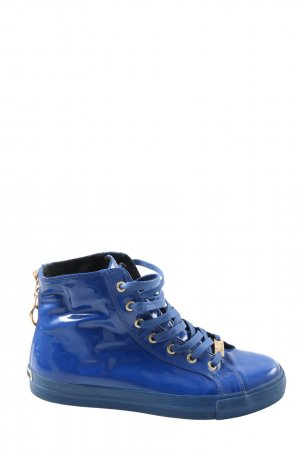 Love Moschino Zapatillas altas azul look casual